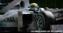 ニコ・ロズベルグのタイヤがウィリアムズのスタッフに激突 thumbnail