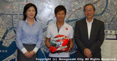 小林可夢偉が地元へ、尼崎市長を表敬訪問 thumbnail