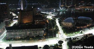 シンガポールGP、1回目のセッションはウエット thumbnail