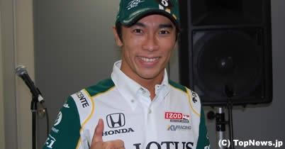佐藤琢磨、フォーミュラ・ニッポン最終戦でロータスF1のデモ走行 thumbnail